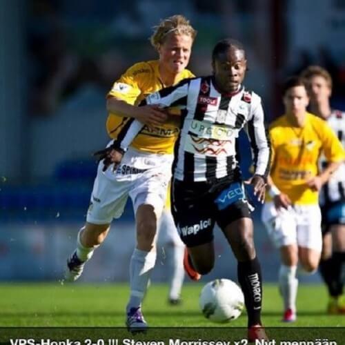 Veikkausliiga Asian handicap: A good defense from VPS forward Steven Morrissey against IFK M