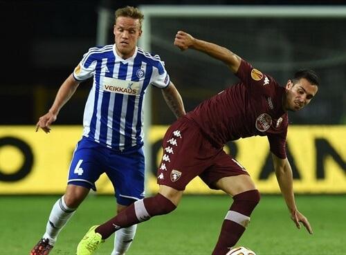 Veikkausliiga Asian handicap: HIFK's Mika Väyrynen tried to snap the ball from VPS opponent